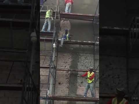 Cementando la fachada