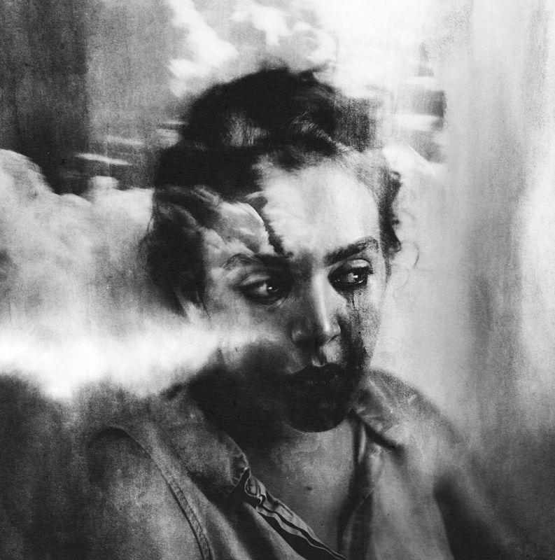 Silvia Grav, poeta visual
