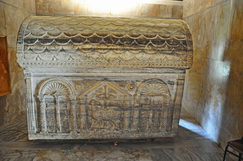 455, Sarcófago de Valentiniano III, Mausoleo de  mármol de Galla Placidia, Rávena (Italia)