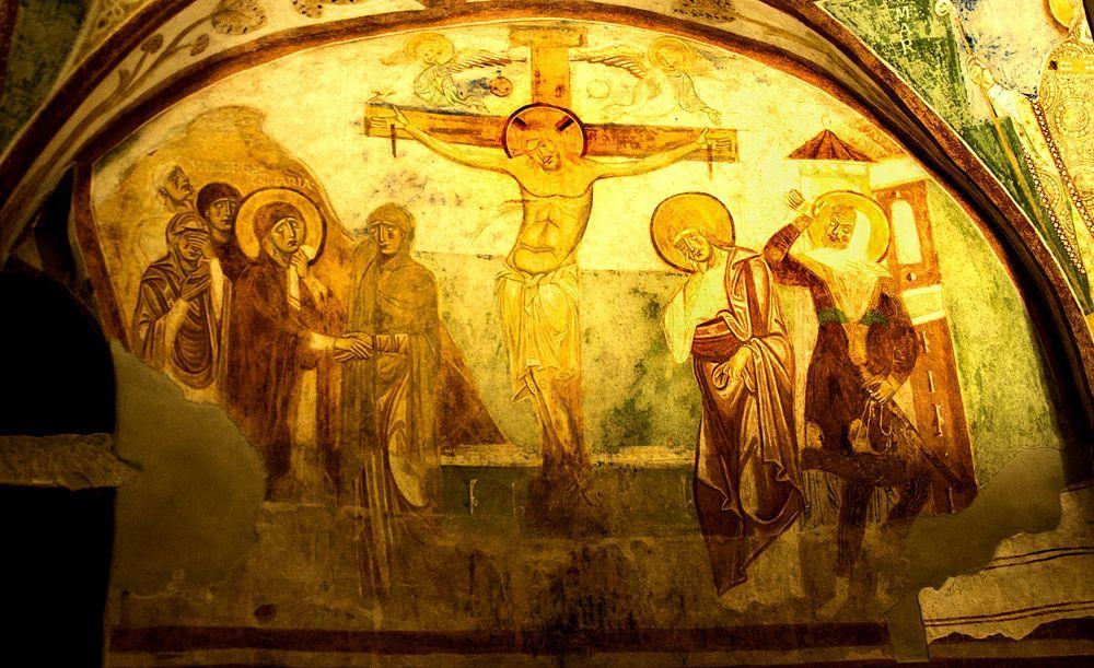 1180, Crucifixión (anónimo) en la cripta de la Basílica de Santa María Assunta en Aquileia (Italia)