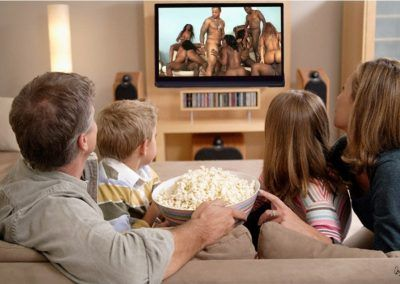 Televisión en familia, fotomontaje de David Pérez Pol