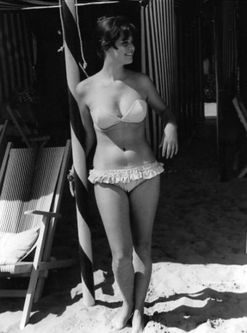 Claudia Cardinale, Túnez, 1938
