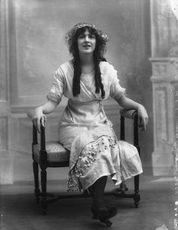 Julia James, Inglaterra, 1890-1964