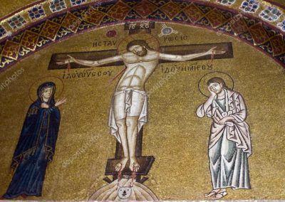10??. Crucifixión de Jesús (anónimo) (mosaico en Grecia)