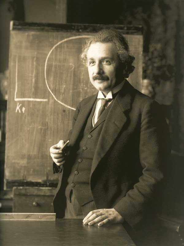 La voz de Einstein explicando brevemente la equivalencia masa-energía