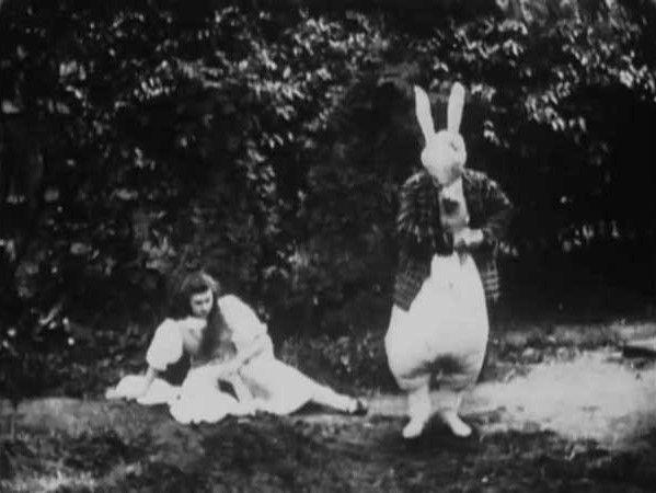 Alice in Wonderland dirigida por Cecil Hepworth y Percy Stow, 1903