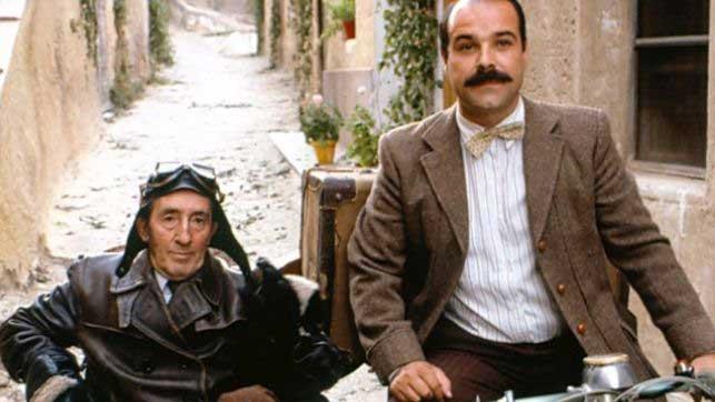 Amanece, que no es poco dirigida por José Luis Cuerda, 1989