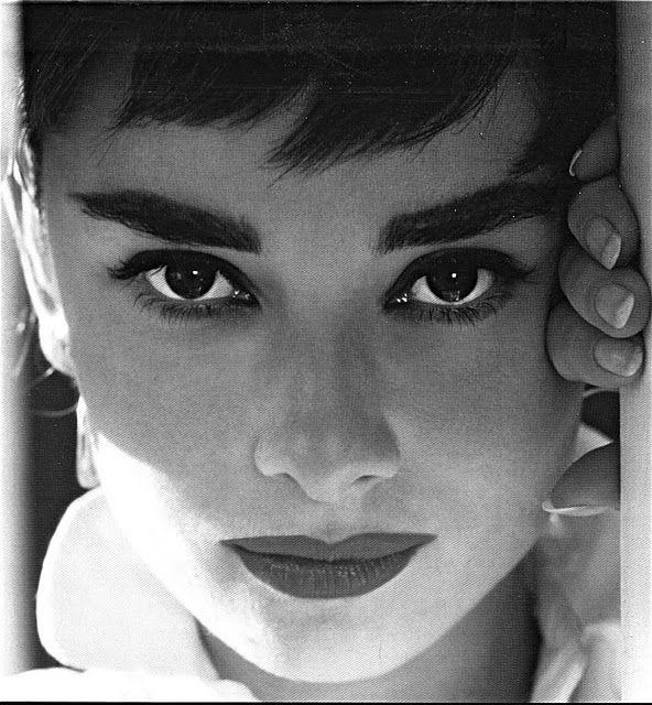 Audrey Hepburn (cuando tenía mofletes)