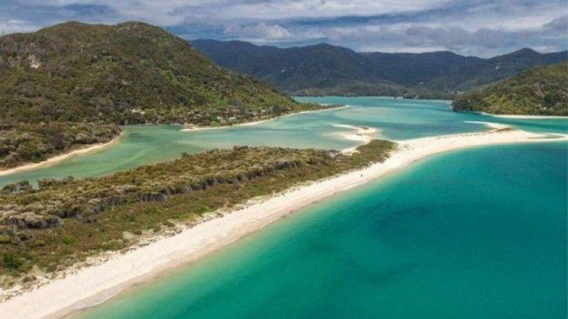 Crowdfunding en la Playa de Awaroa (Nueva Zelanda)