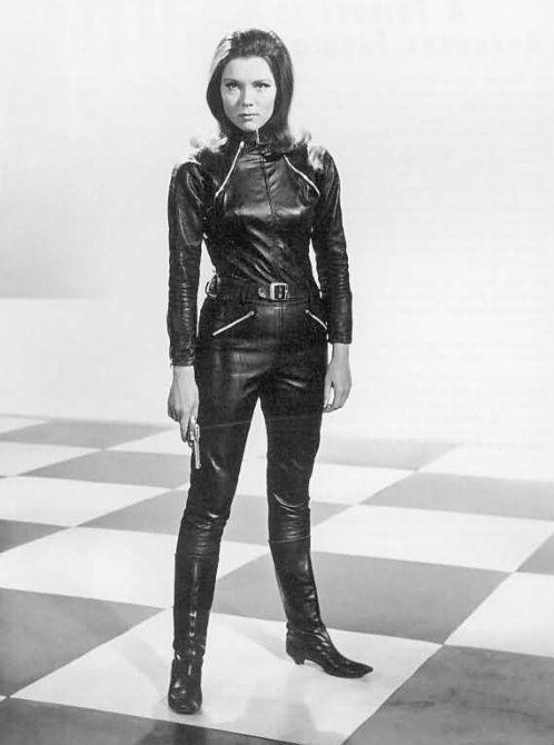 Diana Rigg como Emma Peel en Los vengadores