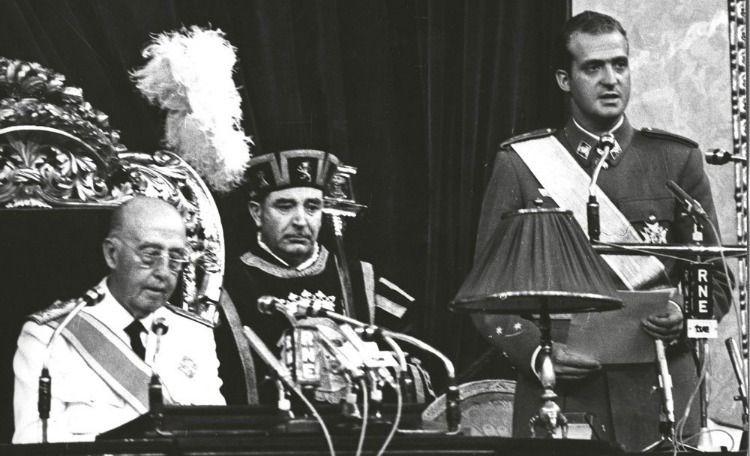 Juan Carlos I en el Pleno de las Cortes Españolas, después de jurar como sucesor en la Jefatura del Estado (23 de julio de 1969).