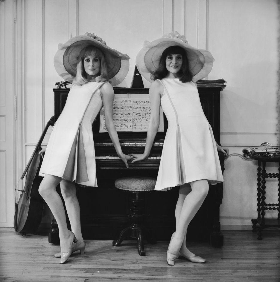 Catherine Deneuve y Françoise Dorléac ensayando para la película Las señoritas de Rochefort