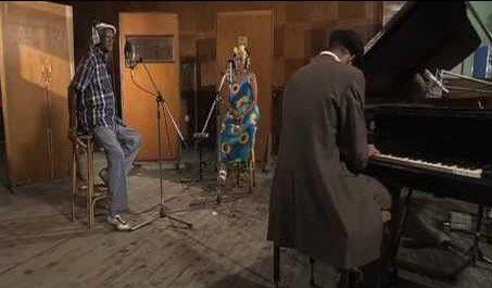 Quizás, quizás, quizás interpretada por Ibrahim Ferrer y Omara Portuondo