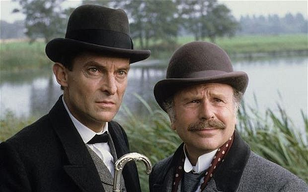 Jeremy Brett es Sherlock Holmes