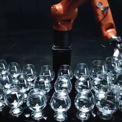Timo Boll vs. KUKA Robot