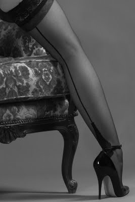 Yugo, Zapatos de tacón de aguja, YouTube, Zapatillas NK Nordikas