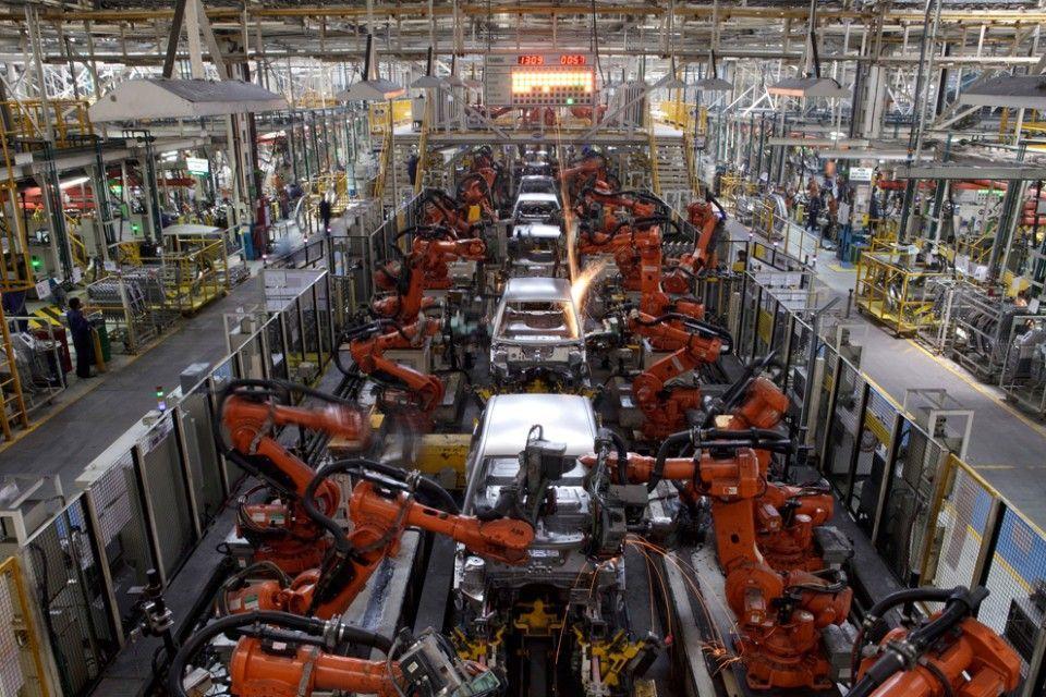 Fábrica de coches robotizada